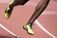 Piernas de atleta corriendo